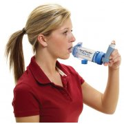 Aerochamber Plus ενηλίκων με επιστόμιο, κατάλληλο για χρήση σε ηλικία 5 ετών και άνω.